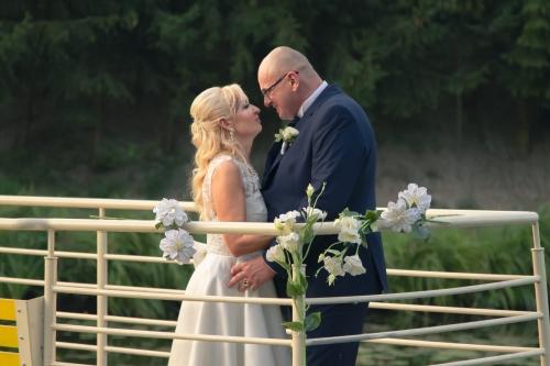 wedding kiss couple marriage